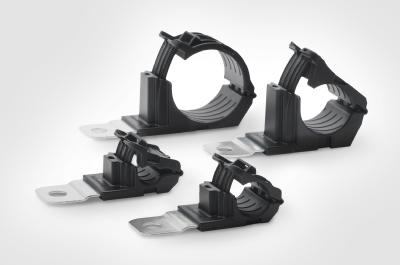 Flexible cable clamp reduces component diversity in rail vehicles