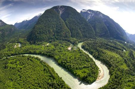 Luftbild Wildnispatenschaften imTal der Grizzlies (Copyright: Reinhard Mink Wilderness International)