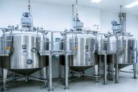 Wellmann Engineering bietet  hochwertige Ansatzsysteme für die Herstellung von flüssigen oder halbfesten Produkten wie Cremes oder flüssigen Arzneimitteln.