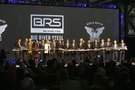 Feierliche Eröffnung des Stahlwerkskomplexes bei Big River Steel