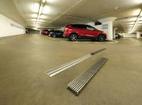 Im täglichen Einsatz, beispielsweise in Parkhäusern, halten die Rinnen und Roste den Belastungen durch PKW problemlos und dauerhaft stand.