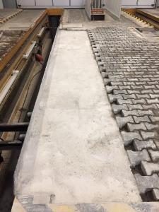 Die Bahnen für die Lkw-Prüfung konnten bereits drei Stunden nach dem Einsatz von Concrete Mix befahren werden, Bild: KORODUR, Amberg