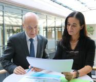 Dr. Helmut Kessler und IHK HGF Elke Döring stellen IHK Wirtschaftslagebericht vor