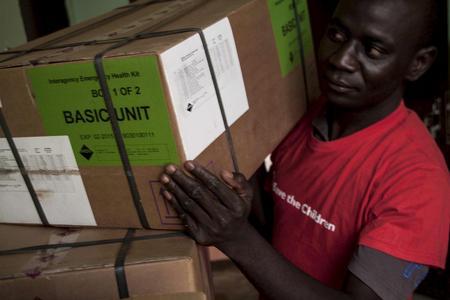 Gemeinsam sorgten Logwin und Save the Children dafür, dass Kliniken in der Zentralafrikanischen Republik dringend benötigte Medizingüter erhalten © Save the Children