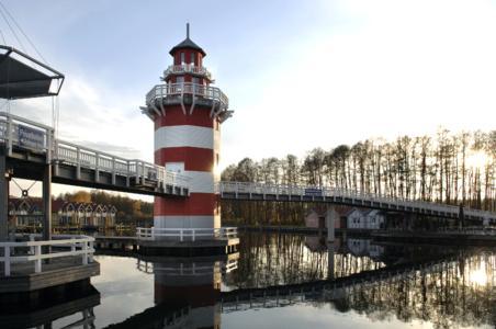 Natürlich fehlt im Hafendorf Rheinsberg der Leichtturm nicht. Er weist den Freizeitkapitänen den Weg und gestattet Besuchern einen Blick auf die Anlage in ihrer Gesamtheit