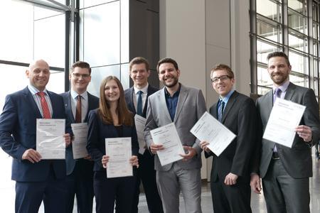 v.l.n.r. GEFMA-Förderpreisträger 2015- J. Benjamin Schade, Lukas Fischer, Judith Ponnewitz, Tobias Kienzler, Patrick Köhn, Felix Haas, Dr. Sebastian Pohl