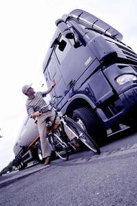 """WAECO Front-Kamerasysteme helfen Unfälle aufgrund des """"toten Winkels"""" zu vermeiden"""