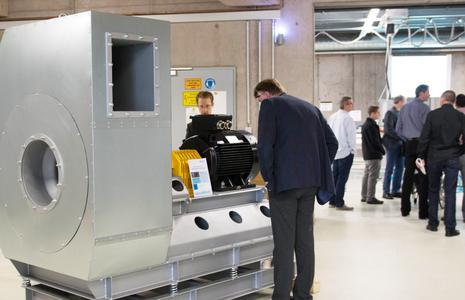 Ein großvolumiger Industrieventilator war eines der Highlights bei den Laborführungen / Bildautor: Elektror airsystems gmbh