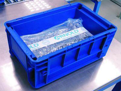 In der speziell für sauberkeitskritische Verbindungselemente entwickelten Verpackung werden die Bauteile als Schüttgut lagefixiert transportiert. Dies schließt Partikel erzeugende Relativbewegungen aus