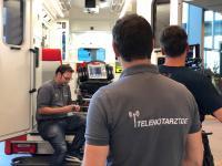 Blick in den telemedizinisch ausgestatteten Rettungswagen.