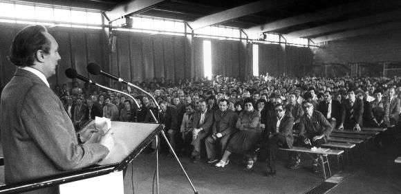 Dr.-Ing. E. h. Georg Schaeffler bei einer Ansprache an die Mitarbeiter während einer der ersten Betriebsversammlungen