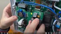 Nachrüstung des GSM-Modems in aktuelle HighLogo-Steuerung möglich / Bild: Jung Pumpen