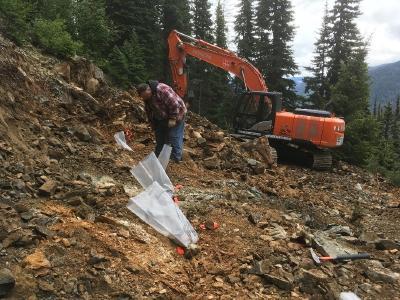 Foto der Gesteinssplitterprobenahmen und Grabungen im Zielgebiet Railroad für New Destiny