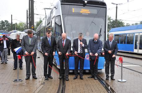 Rostock: Die neuen TramLink-Stadtbahnen 6N2 der Schwestergesellschaften Vossloh Kiepe und Vossloh Rail Vehicles nehmen den Fahrgastbetrieb auf, Bild: Joachim Kloock