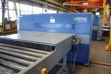 Bild 4: Schallschutzmodul vor der Lissmac-Schlackeentfernungsmaschine SBM-M 1500 D2