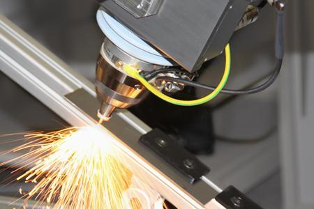 Metallschneiden mit JenLas® fiber cw 1000