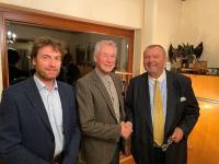 Dr. Jens Reinhold, Walter Reinhold und Karl-J. Kraus (v.l.n.r.), zukünftiger Vorsitzender des Beirats, kurz nach der Vertragsunterzeichnung.