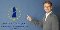 Herr Vollmer zeigt auf den PrivazyPlan®