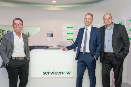 (From left to right) Detlef Krause, Area Vice President and General Manager Germany, ServiceNow, with Jörg Öynhausen, Managing Director, Bechtle Onsite Services, and Sven Maier, Managing Director, HanseVision