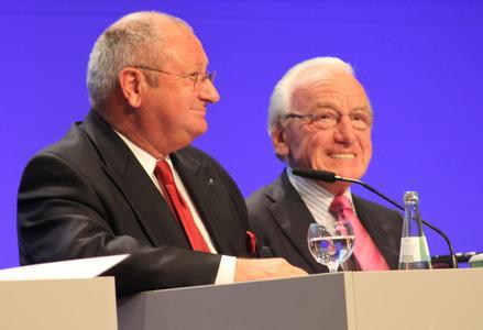 BLG-Chef Detthold Aden und der scheidende Aufsichtsratsvorsitzende, Senator a.D. Josef Hattig, zogen auf der Hauptversammlung am 31. Mai in  Bremen eine erfreuliche Bilanz