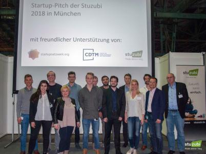 Die teilnehmenden Startups mit Jury (gate-Geschäftsführer Christian Heckemann 2.v.r.) beim Startup Pitch [Foto Veranstalter]