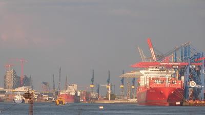 Vor allem der Export bemerkt die Krise (Foto: HFB Fotos HH/pixelio.de)