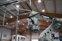 Der cts-Entdrahtungsroboter DWR-BC kann bis zu 90 einzelne Zellstoffballen pro Stunde entdrahten – und dies auch gleichzeitig an zwei Linien / Bildquelle: cts