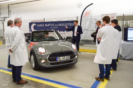"""In der """"Langen Nacht der Industrie"""" zeigt Huf den Besuchern auch Konzeptfahrzeuge voller Innovationen."""