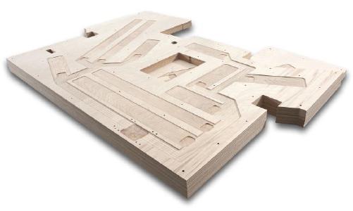 CNC - bearbeitete und einbaufertige Bodenplatte für die Führerkabinen in Zügen