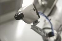Ob manuelle oder automatische Applikation – der Einsatz moderner Elektrostatik-Spritzpistolen erhöht den Auftragswirkungsgrad und reduziert Overspray, so dass der Materialverbrauch reduziert wird. Bildquelle: Wagner Group