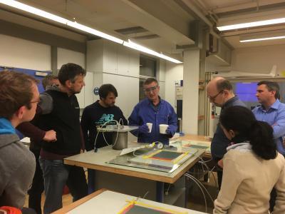Berufsschullehrer und Faserverbundmaterialien