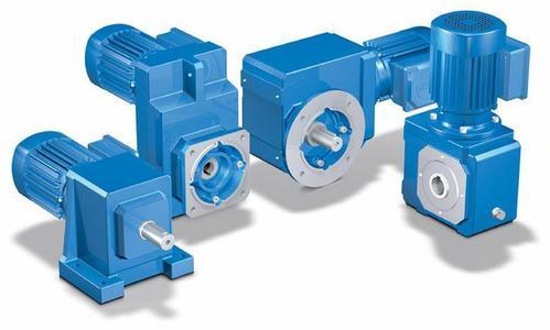 HMF 17 passt sich Flanschunebenheiten an und weist dennoch niedrigste Leckagewerte auf. Damit eignet sich HiMod® FlatSealTM 17 ideal für den Einsatz als Deckel- und Gehäuseabdichtungen von Getrieben, Antrieben und Pumpen sowie ähnlichen Aggregaten