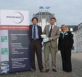(v.l.): Ralf Hahn, Geschäftsführer der Datatronic Software AG; Oliver Elz, Key-Account-Manager bei Sage Software; Jutta Roth, Filialleiterin Saarbrücken