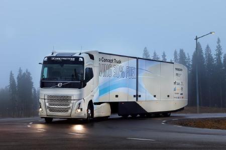 Durch die Kombination aus Hybridantrieb und Verbesserungen in Sachen Aerodynamik, Abrollwiderstand und Gewichtsreduzierung kann das Volvo Konzeptfahrzeug die Verbrauchs- und Emissionswerte um ca. 30 Prozent reduzieren