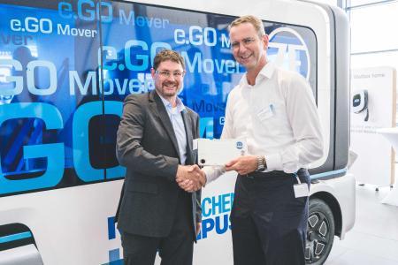 Sebastian Goldner, COO bei der Proton Motor Fuel Cell GmbH, und Professor Günther Schuh, CEO der e.GO Mobile AG, bei der Werkseröffnung des Werk 1 der e.GO Mobile AG. Copyright e.GO Mobile AG