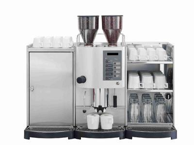 Egro:Kaffeemaschine der 50er Serie mit Tassenwärmer und Kühlschrank