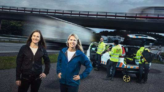 """Jedes Jahr kommen weltweit 1,35 Millionen Menschen im Straßenverkehr ums Leben. """"Wir arbeiten für die Sicherheit aller Verkehrsteilnehmer, sowohl innerhalb als auch außerhalb unserer Fahrzeuge. Unsere Vision ist absolute Unfallfreiheit. Dazu gibt es keine Alternative"""", erklärt Anna Theander, Leiterin des Unfallforschungsteams (rechts), die hier zusammen mit Anna Wrige Berling zu sehen ist, Leiterin Verkehrs- und Produktsicherheit bei Volvo Trucks (links)"""