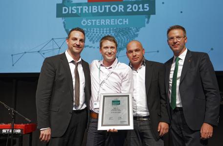 Country Manager Austria Olaf Gürtler erhält den Award als umsatzstärkster Partner in Österreich.