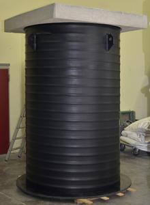 PKS-D 1500 kurz nach der Fertigstellung im Kunststoffwerk Steinhagen. Die Betonabdeckung gehört mit zum Lieferumfang (Fotos: Jung Pumpen, Steinhagen)