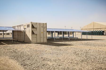 Vielfältige Einsatzbereiche: Der Solarcontainer eignet sich u.a. zur Energieversorgung von Camps.