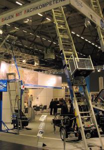 """Wie bereits im Jahr 2010: Auf einem Gemeinschafts-Messestand präsentieren sich die westfälischen Dachprofis """"Böcker"""", Magog"""" und """"Flender-Flux"""" auf der kommenden Dach+Holz in Köln. Foto: Böcker Maschinenwerke, Werne"""