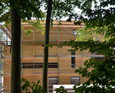 Nach dem Vorbild der Natur: Das INTHERMO Holzfaser-WDVS wird von namhaften Architekturbüros zum Dämmen von Fassaden empfohlen; als Objektbeispiel hier im Bild eine Unternehmervilla in Köln. (Foto: Achim Zielke für INTHERMO, Ober-Ramstadt; www.inthermo.de)