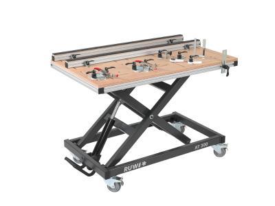 RUWI-Holz-Montagetischplatte mit RUWI-Aluminium-Profilen und Schnellspannern.