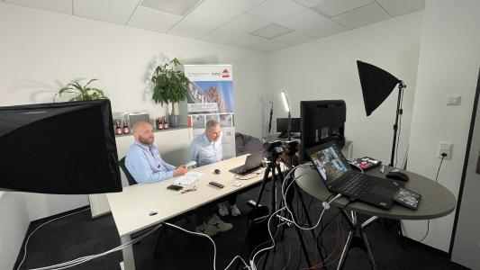 Behind the Scenes beim ersten digitalen Networking-Treffen des FVHF. Es kamen über 40 Teilnehmende online zusammen, um mehr über COSENTINO, KEIL und das neue Mitglied REISSER-Schraubentechnik GmbH zu erfahren.