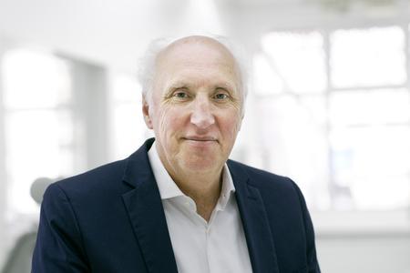 Ralph Bertelt, Senior Vice President Building Automation, nimmt Stellung zu der verblüffenden Vielseitigkeit von Lichtschaltern.