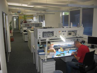 Moderne Elabo-Prüfplätze in der Forschungs- und Entwicklungsabteilung der Möhlenhoff Wärmetechnik GmbH