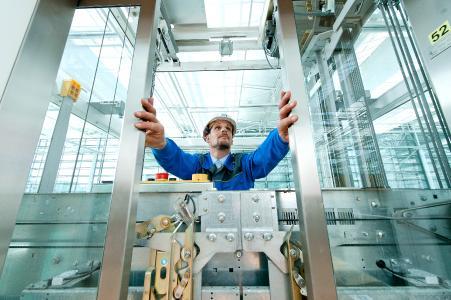 Prüfungen und Zertifizierungen für Aufzüge und Komponenten