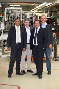 Kompetente Beratung für italienische Kunden: Seit Mai 2012 kümmert sich Giorgio Soloni (rechts) als Manager der neuen SOLARWATT-Niederlassung in Italien mit seinem Team um den wichtigen italienischen Markt. Sitz des italienischen Hauptquartiers der SOLARWATT S.r.l. liegt in Padua – einer Region mit langer Photovoltaik-Tradition