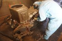 Reinigung des Drehgestells in der Strahlhalle