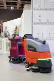 Autonome Reinigungstechnik:  der Prototyp Scrubmaster B45 i sowie  der marktreife RoboScrub.